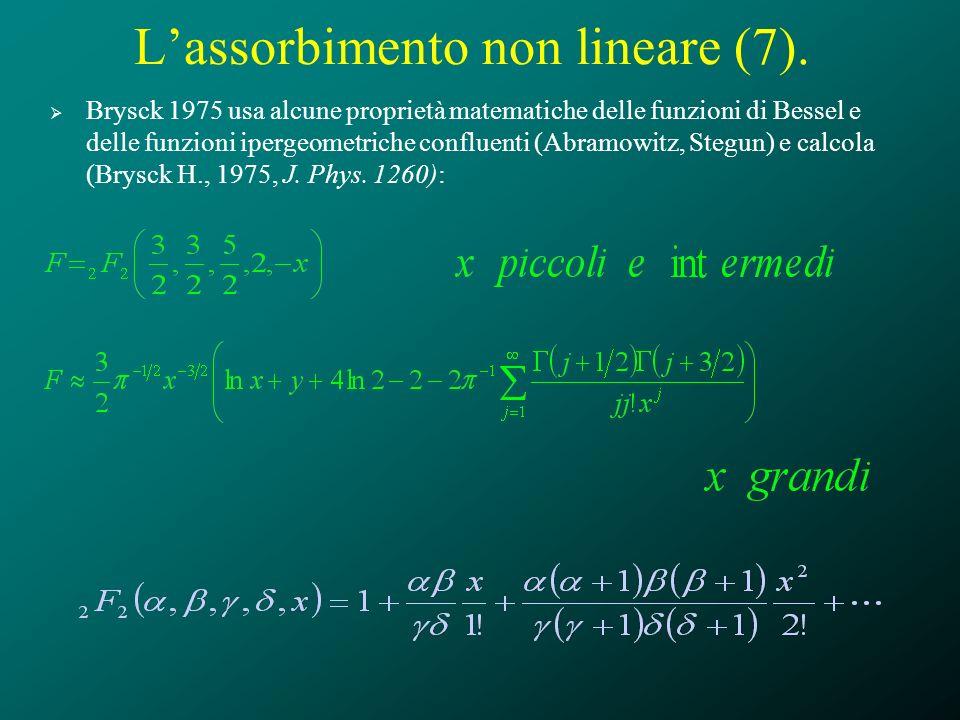 Lassorbimento non lineare (7). Brysck 1975 usa alcune proprietà matematiche delle funzioni di Bessel e delle funzioni ipergeometriche confluenti (Abra