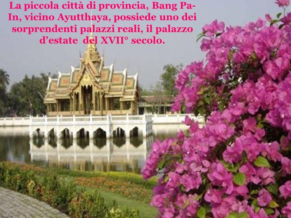La piccola città di provincia, Bang Pa- In, vicino Ayutthaya, possiede uno dei sorprendenti palazzi reali, il palazzo destate del XVII° secolo.