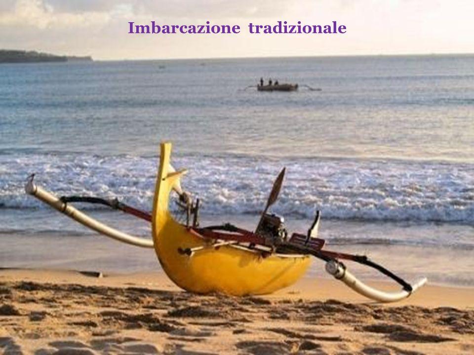 Il turismo e la pesca costituiscono le più importanti risorse di reddito dellisola che conta più di 3 milioni e mezzo di abitanti.