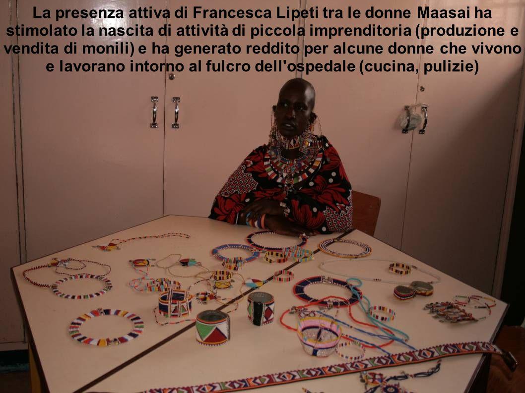 La presenza attiva di Francesca Lipeti tra le donne Maasai ha stimolato la nascita di attività di piccola imprenditoria (produzione e vendita di monil
