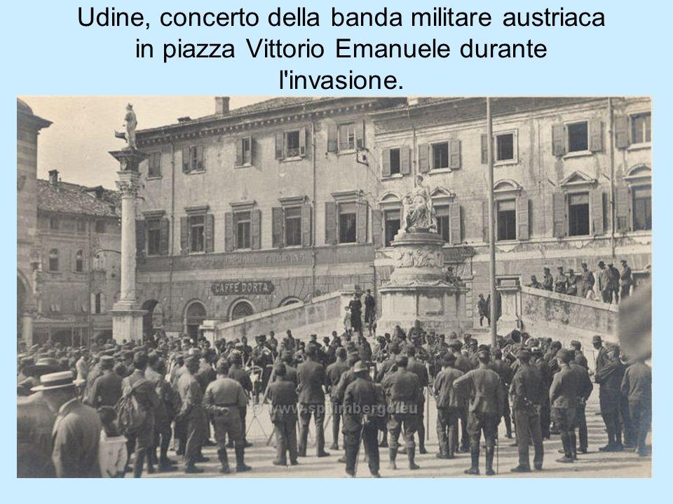 Udine, concerto della banda militare austriaca in piazza Vittorio Emanuele durante l'invasione.