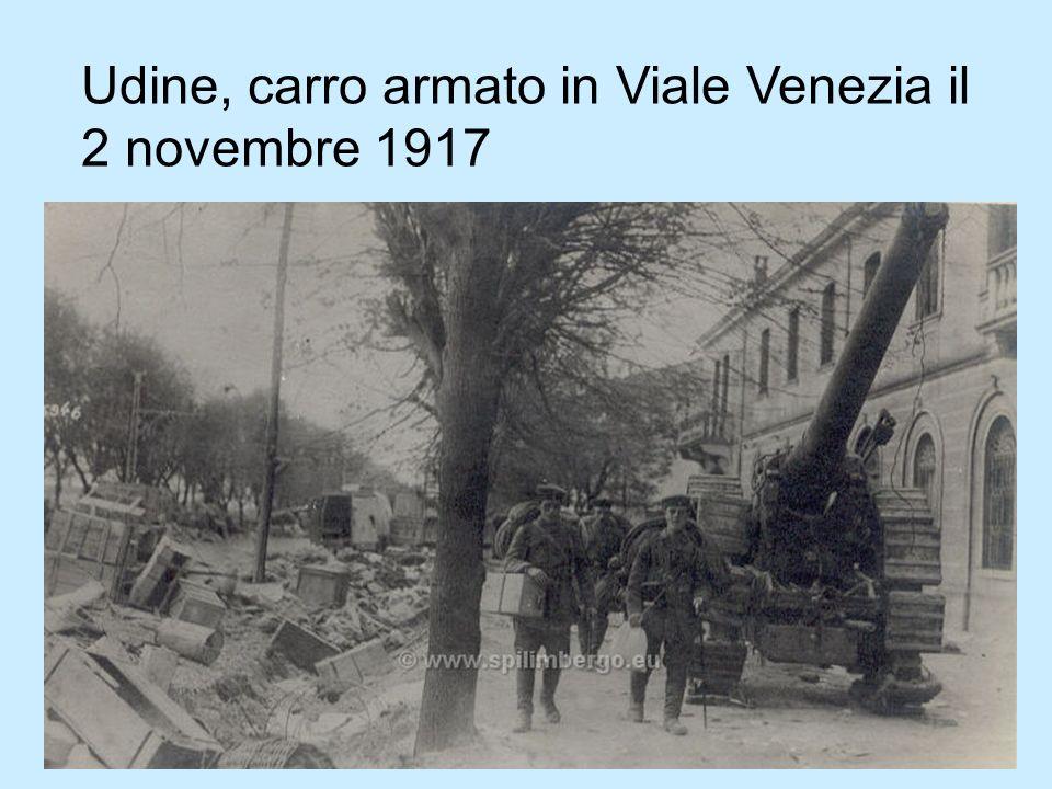 Piazza Vittorio Emanuele. Camion austriaco precipitato dalla salita del Castello. 5 maggio 1918.