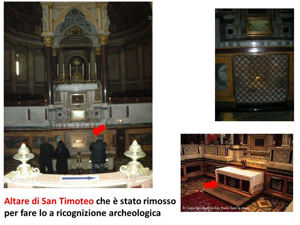 Altare di San Timoteo che è stato rimosso per fare lo a ricognizione archeologica