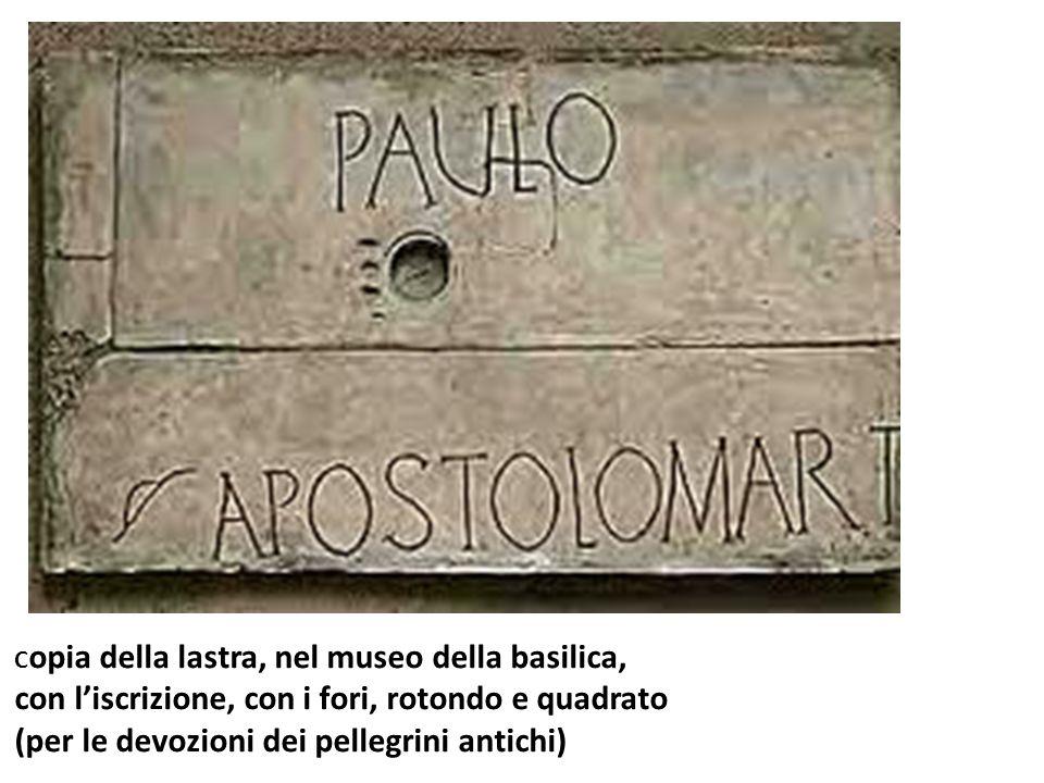 C opia della lastra, nel museo della basilica, con liscrizione, con i fori, rotondo e quadrato (per le devozioni dei pellegrini antichi)
