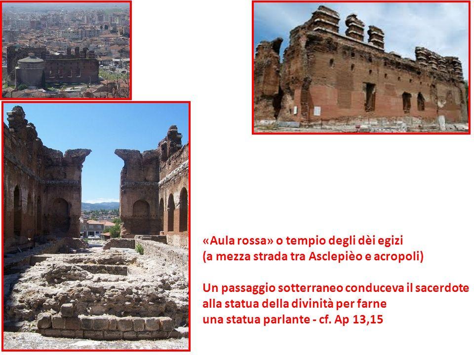 «Aula rossa» o tempio degli dèi egizi (a mezza strada tra Asclepièo e acropoli) Un passaggio sotterraneo conduceva il sacerdote alla statua della divi