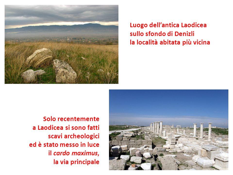 Luogo dellantica Laodicea sullo sfondo di Denizli la località abitata più vicina Solo recentemente a Laodicea si sono fatti scavi archeologici ed è stato messo in luce il cardo maximus, la via principale