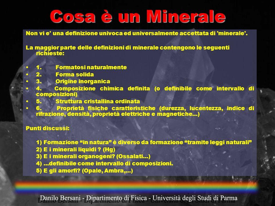 Cosa è un Minerale Non vi e' una definizione univoca ed universalmente accettata di 'minerale'. La maggior parte delle definizioni di minerale conteng
