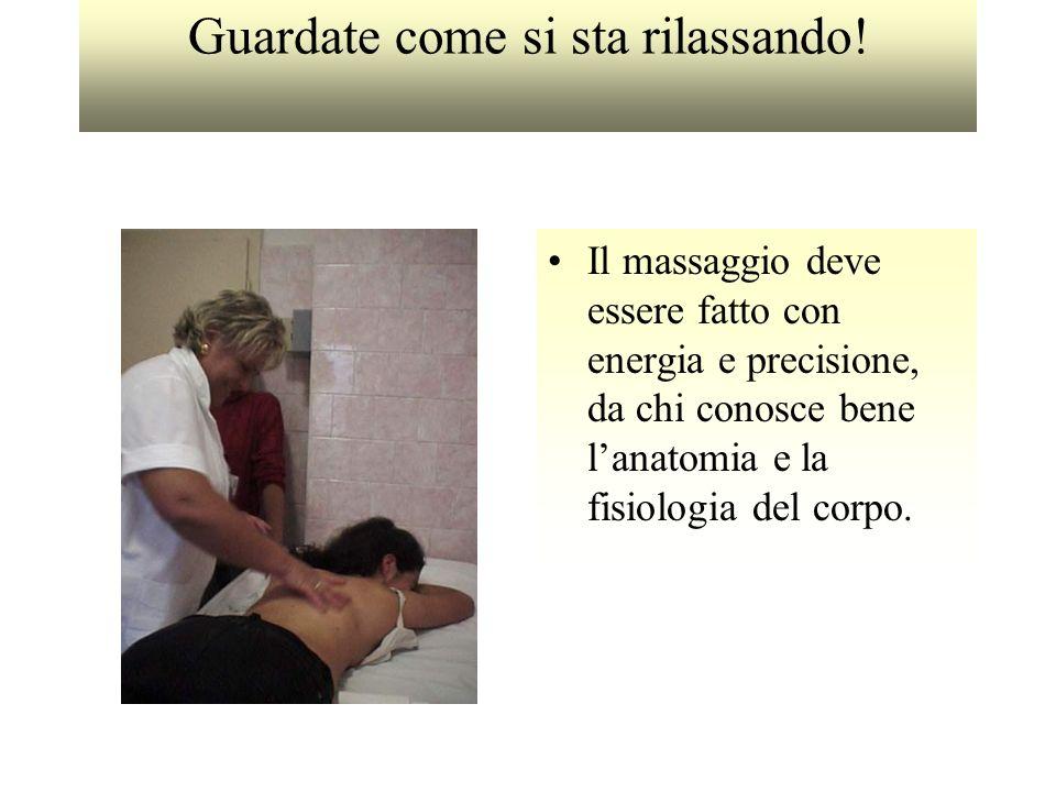 Guardate come si sta rilassando! Il massaggio deve essere fatto con energia e precisione, da chi conosce bene lanatomia e la fisiologia del corpo.