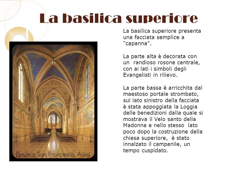 La basilica superiore La basilica superiore presenta una facciata semplice a