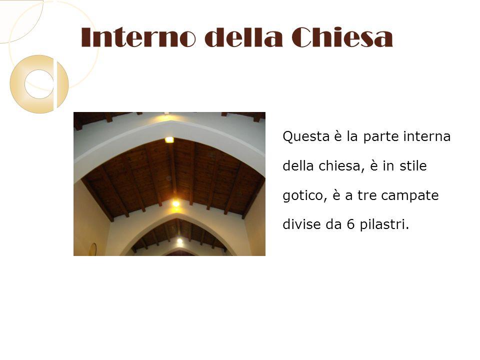 Interno della Chiesa Questa è la parte interna della chiesa, è in stile gotico, è a tre campate divise da 6 pilastri.