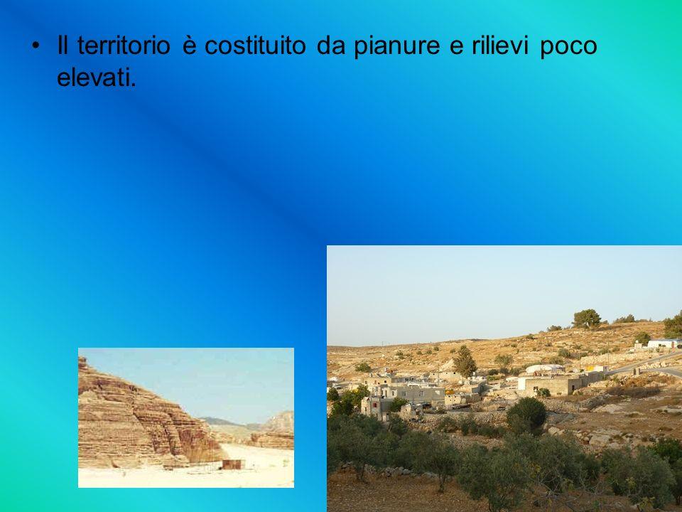 Il territorio è costituito da pianure e rilievi poco elevati.