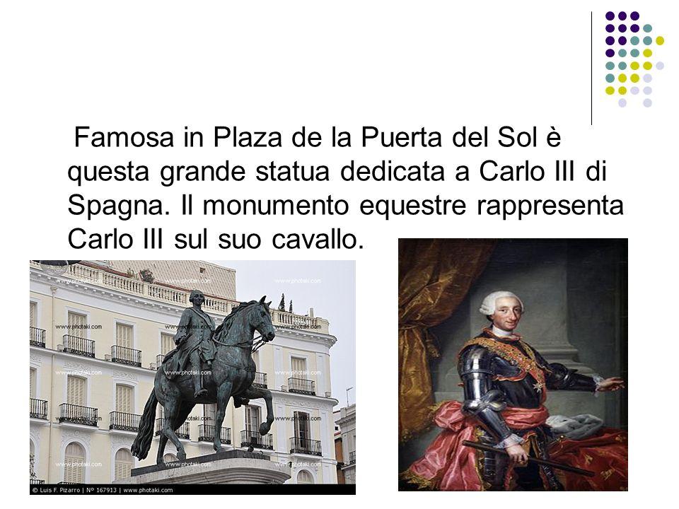Famosa in Plaza de la Puerta del Sol è questa grande statua dedicata a Carlo III di Spagna. Il monumento equestre rappresenta Carlo III sul suo cavall