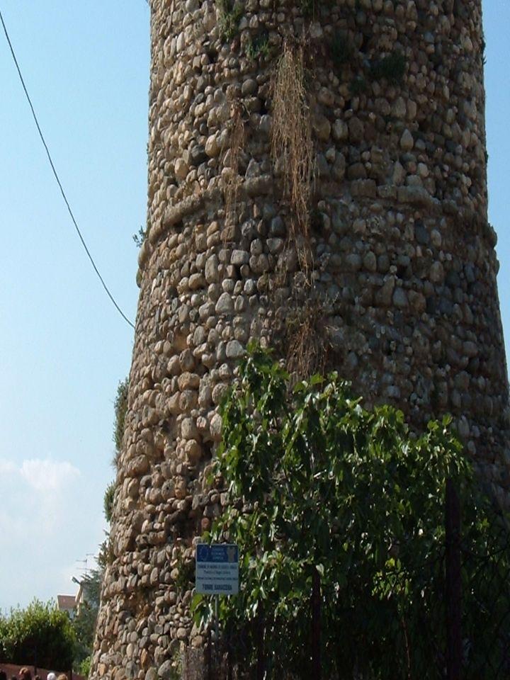 Da varie fonti si può desumere che accanto alla torre vi fosse un piccolo insediamento umano. Assieme a Torre Galea e ad altre torri (Torre Vecchia,To