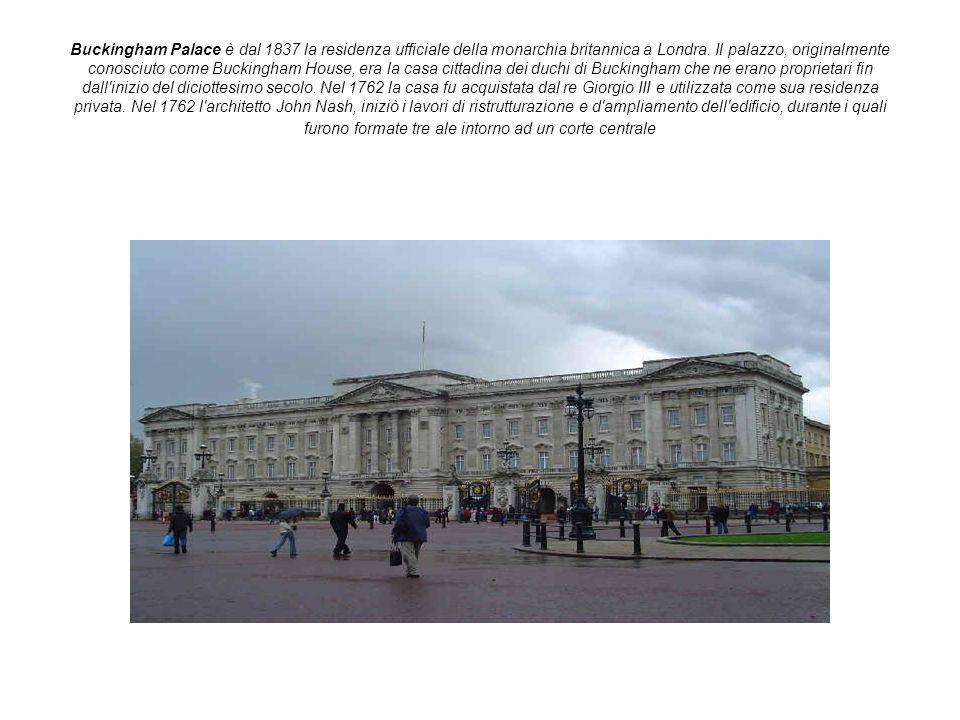 Buckingham Palace è dal 1837 la residenza ufficiale della monarchia britannica a Londra. Il palazzo, originalmente conosciuto come Buckingham House, e