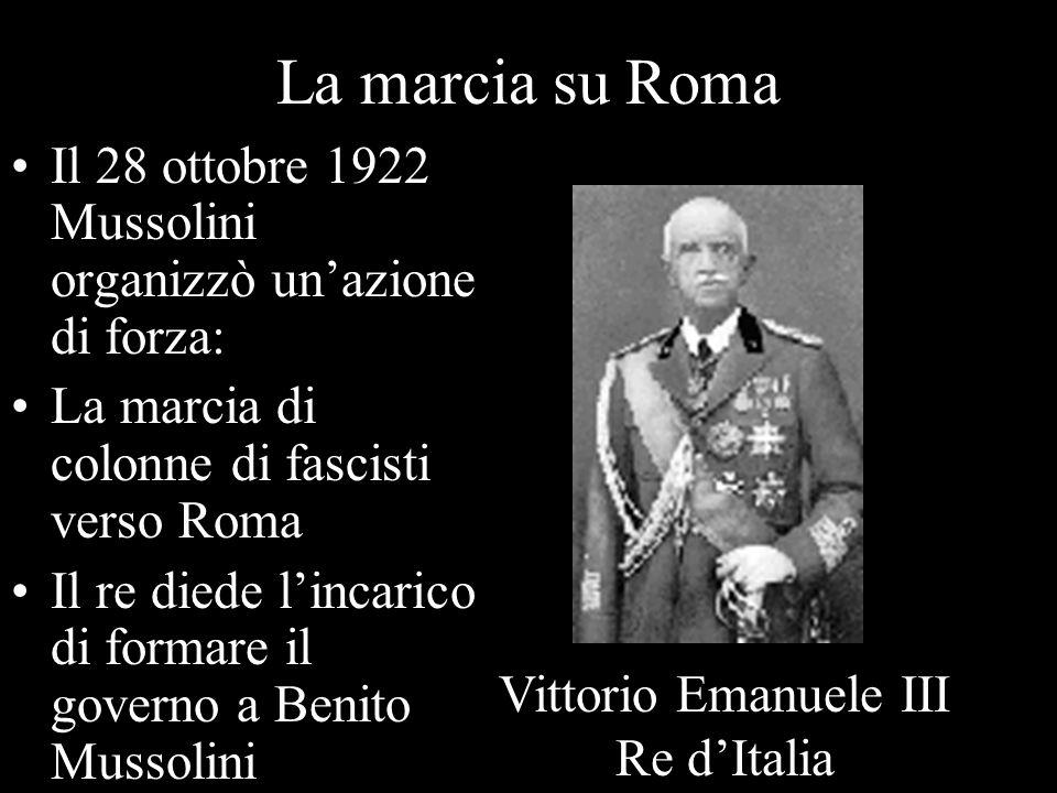 La marcia su Roma Il 28 ottobre 1922 Mussolini organizzò unazione di forza: La marcia di colonne di fascisti verso Roma Il re diede lincarico di forma