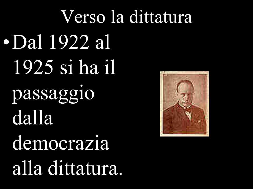 Verso la dittatura Dal 1922 al 1925 si ha il passaggio dalla democrazia alla dittatura.