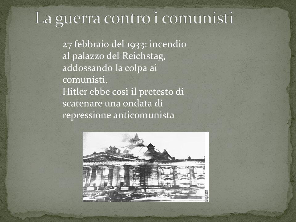 Come Mussolini, anche Hitler era giunto al potere in modo formalmente legale ! Il suo unico obiettivo: essere il capo del popolo tedesco.