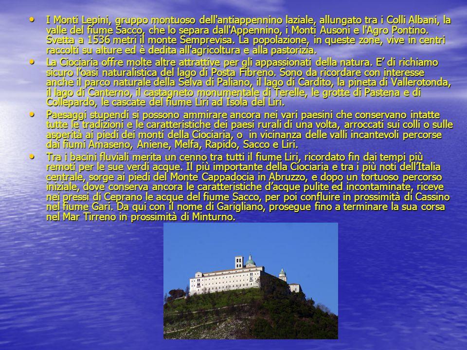 I Monti Lepini, gruppo montuoso dell'antiappennino laziale, allungato tra i Colli Albani, la valle del fiume Sacco, che lo separa dall'Appennino, i Mo