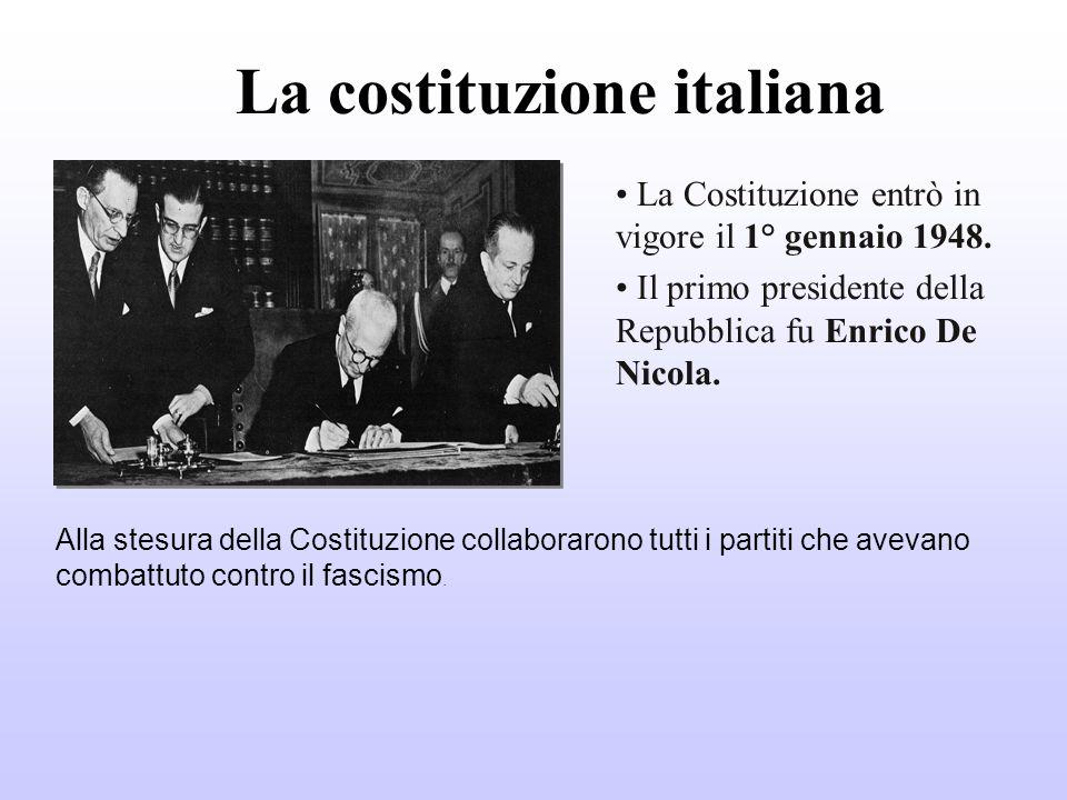 La costituzione italiana La Costituzione entrò in vigore il 1° gennaio 1948. Il primo presidente della Repubblica fu Enrico De Nicola. Alla stesura de