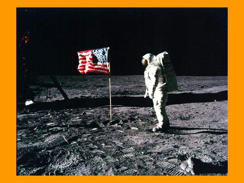 Sotto il modulo lunare non c è un cratere prodotto dal razzo di discesa e non ci sono bruciature.
