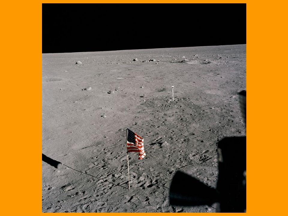 Come è possibile che quasi 40 anni fa, quando non esistevano nemmeno le calcolatrici, si sia andati sulla Luna, dove di fatto non si era potuta fare nessuna prova precedente, con un regolo e dei comandi manuali .