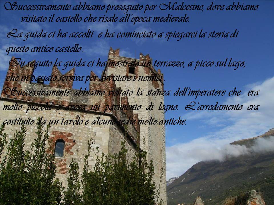Successivamente abbiamo proseguito per Malcesine, dove abbiamo visitato il castello che risale allepoca medievale. La guida ci ha accolti e ha cominci