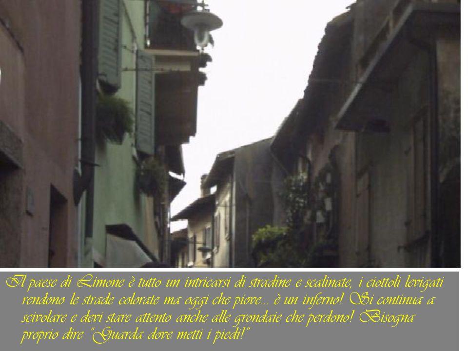 Il paese di Limone è tutto un intricarsi di stradine e scalinate, i ciottoli levigati rendono le strade colorate ma oggi che piove… è un inferno! Si c