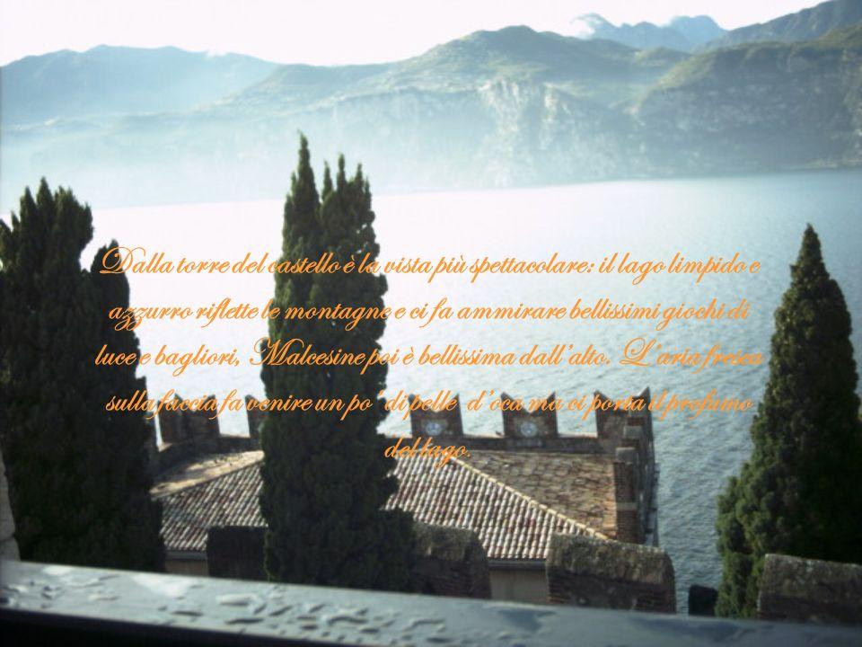 Dalla torre del castello è la vista più spettacolare. Dalla torre del castello è la vista più spettacolare: il lago limpido e azzurro riflette le mont