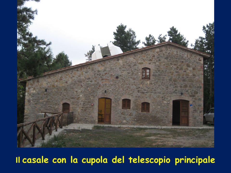 Il casale con la cupola del telescopio principale