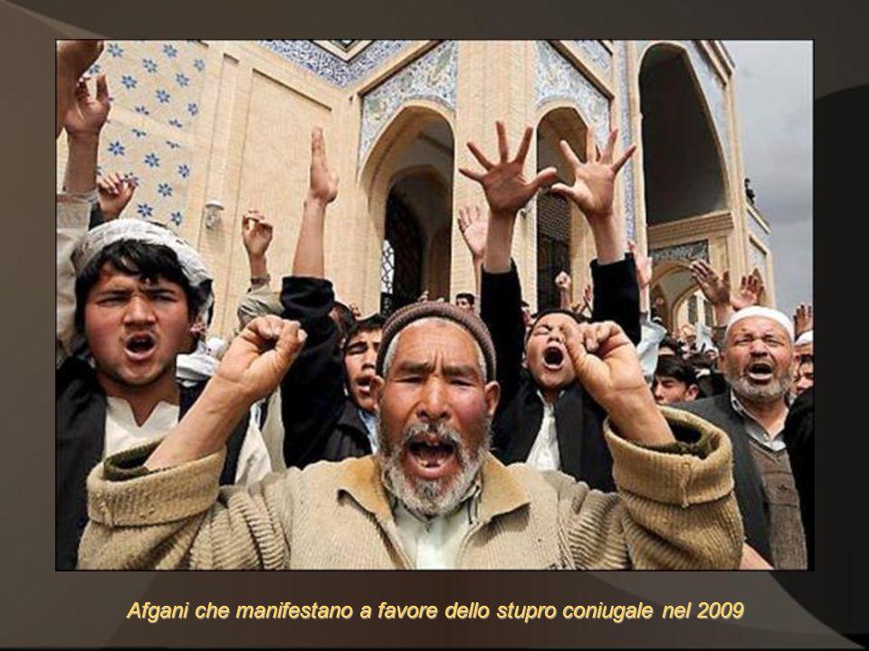 Afgani che manifestano a favore dello stupro coniugale nel 2009