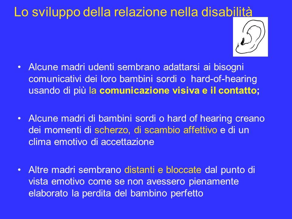 Lo sviluppo della relazione nella disabilità Alcune madri udenti sembrano adattarsi ai bisogni comunicativi dei loro bambini sordi o hard-of-hearing u