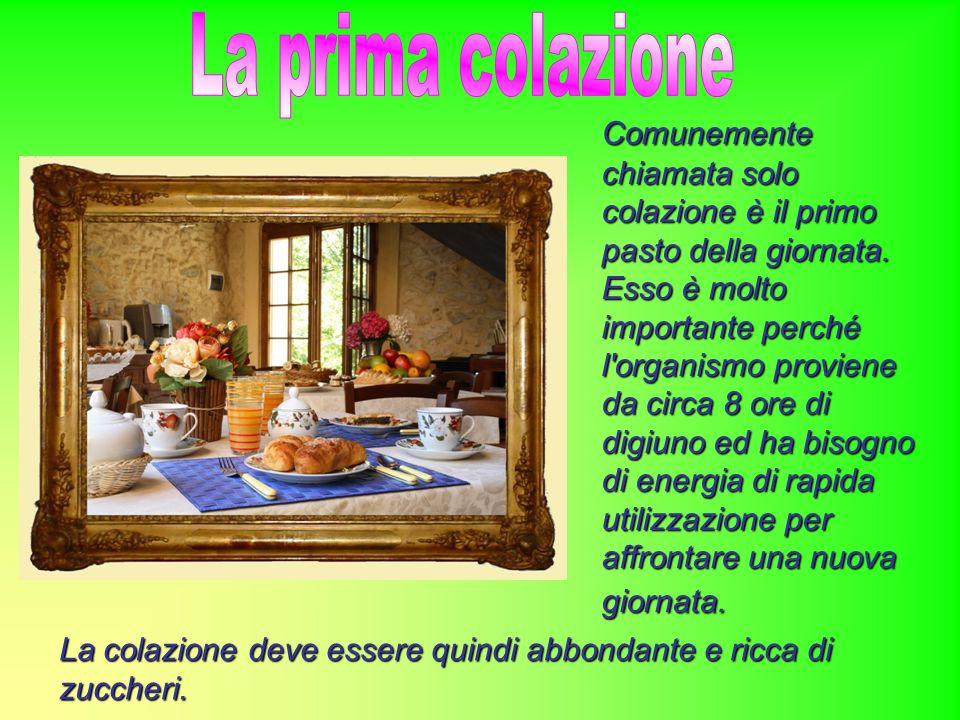 La tipica colazione italiana, in casa come al bar o in pasticceria, è essenzialmente costituita da cibi dolci: biscotti, croissant, pane con cioccolata o marmellata, yogurt, cereali da colazione, pasticcini accompagnati da caffè e/o latte o cappuccino o tè.