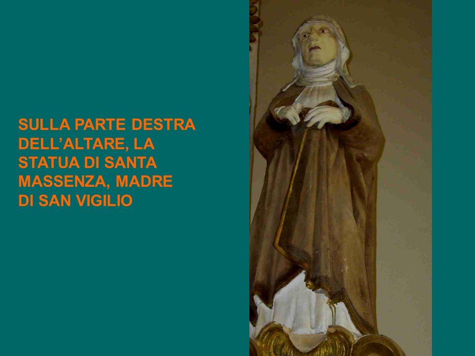 SULLA PARTE DESTRA DELLALTARE, LA STATUA DI SANTA MASSENZA, MADRE DI SAN VIGILIO