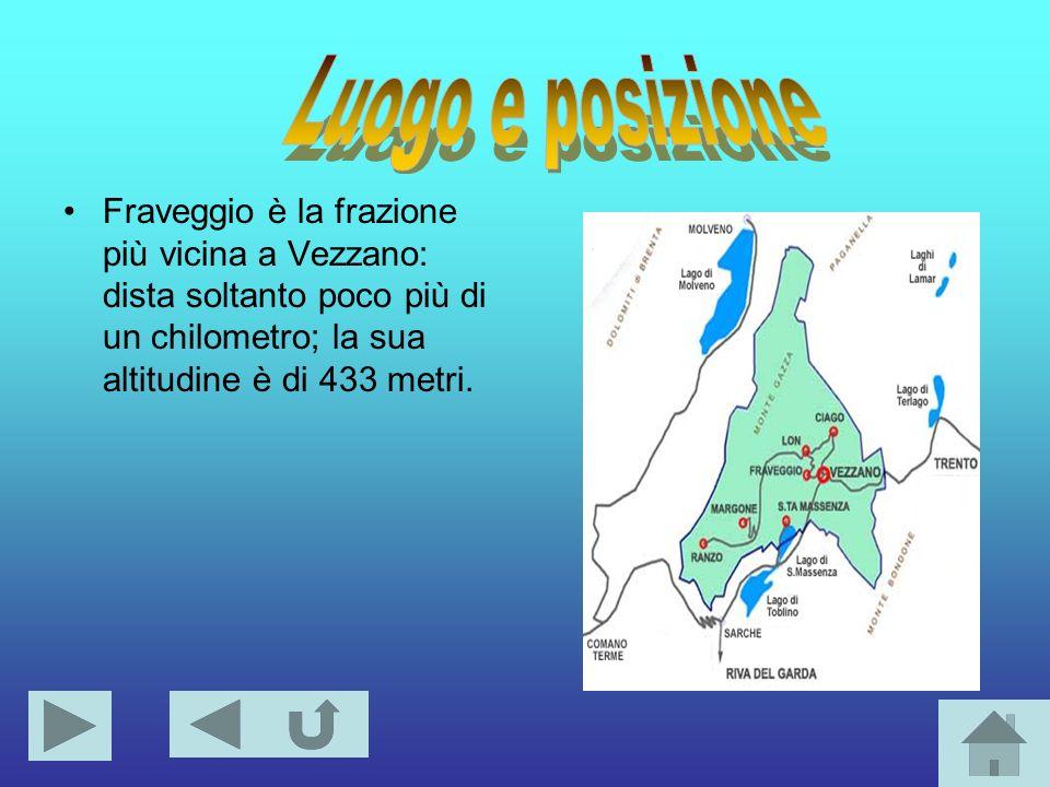 Fraveggio è la frazione più vicina a Vezzano: dista soltanto poco più di un chilometro; la sua altitudine è di 433 metri.