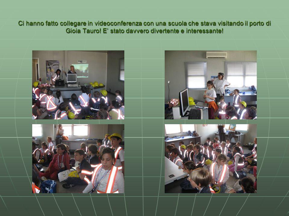 Ci hanno fatto collegare in videoconferenza con una scuola che stava visitando il porto di Gioia Tauro! E stato davvero divertente e interessante!