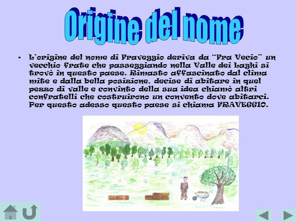 Lorigine del nome di Fraveggio deriva da Fra Vecio un vecchio frate che passeggiando nella Valle dei Laghi si trovò in questo paese. Rimasto affascina