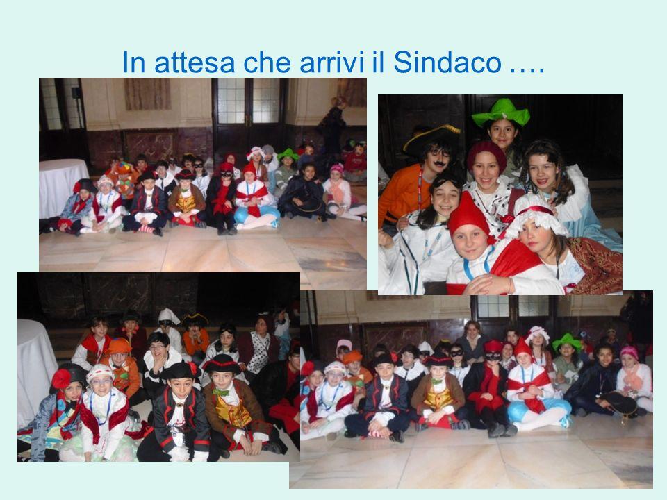 Insieme alla VE ci facciamo immortalare con il Sindaco, lAssessore e le maschere storiche di Milano!