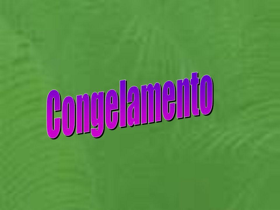 Produzione di puree Ricevimento e stoccaggio materia prima Lavaggio e cernita Denocciolatura (eventuale) Depolpatura del nocciolo (eventuale) triturazione preriscaldamento Estrazione della purea raffinazione disaerazione Omogeneizzazione (eventuale) raffreddamento Congelamento in pani magazzinaggio Pastorizzazione lampo Confezionamento a caldo In contenitori ermetici Confezionamento a caldo In contenitori ermetici raffreddamento magazzinaggio raffreddamento Confezionamento asettico Confezionamento asettico magazzinaggio 6-10% di noccioli 3 - 5% di scarto Ac.