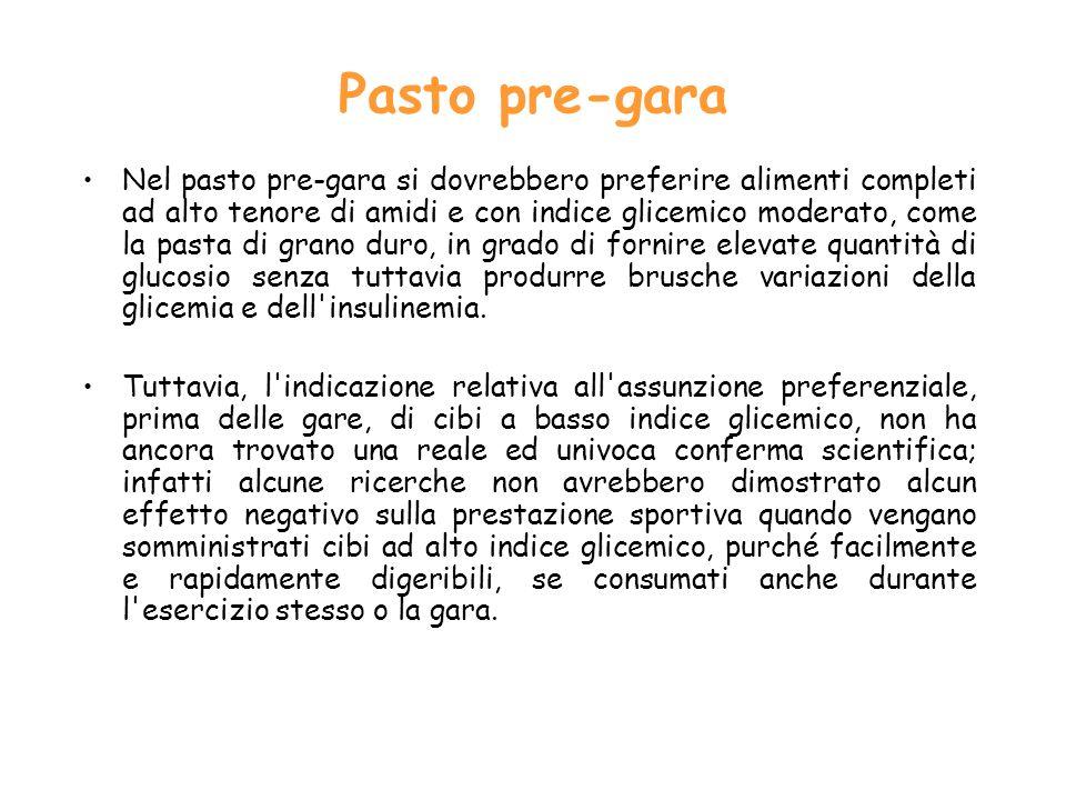 Pasto pre-gara Nel pasto pre gara si dovrebbero preferire alimenti completi ad alto tenore di amidi e con indice glicemico moderato, come la pasta di