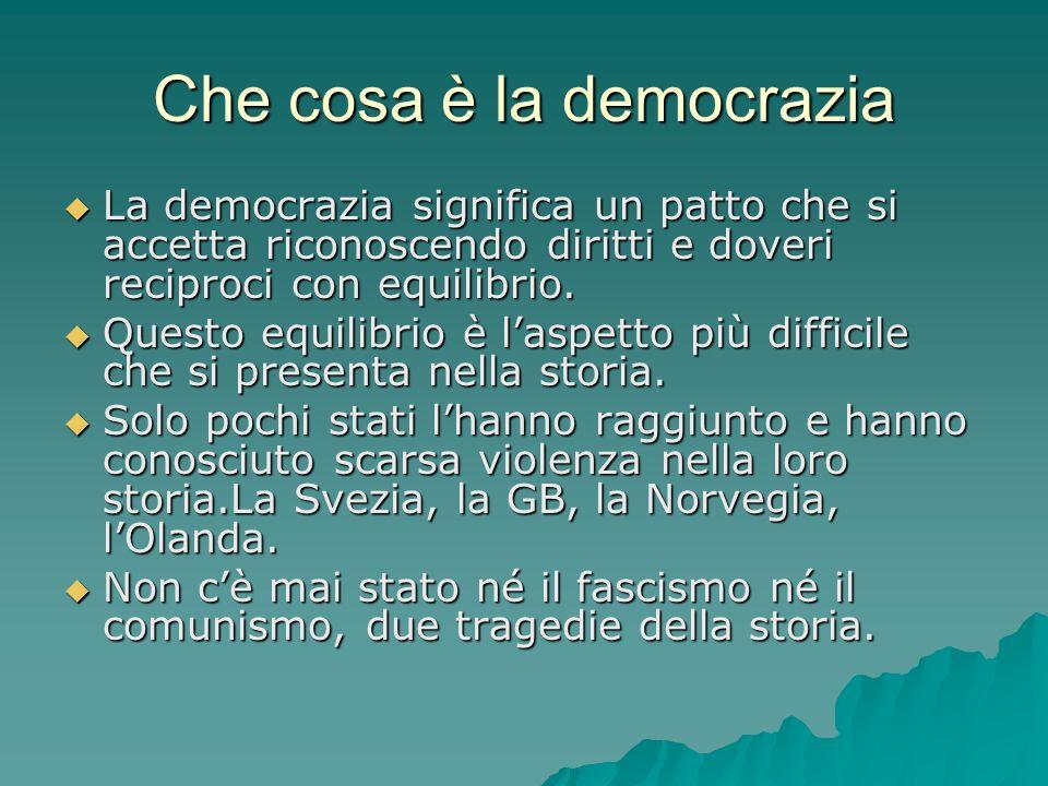 Che cosa è la democrazia La democrazia significa un patto che si accetta riconoscendo diritti e doveri reciproci con equilibrio. La democrazia signifi