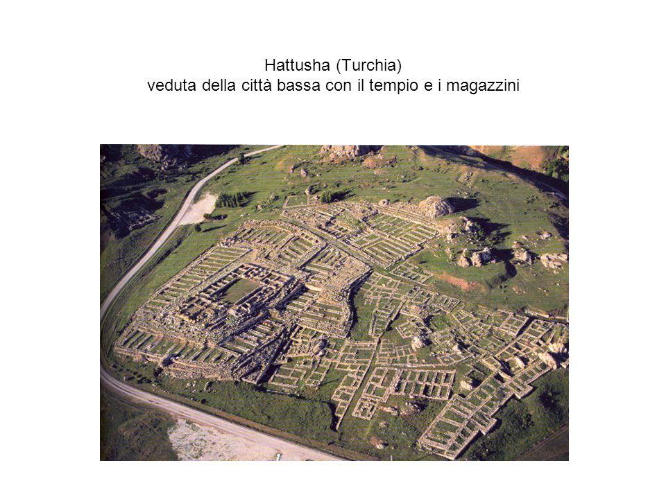 Hattusha (Turchia) veduta della città bassa con il tempio e i magazzini