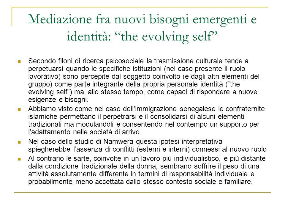 Mediazione fra nuovi bisogni emergenti e identità: the evolving self Secondo filoni di ricerca psicosociale la trasmissione culturale tende a perpetua