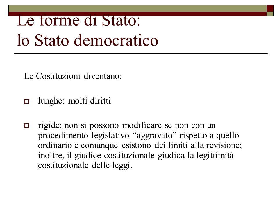 Le forme di Stato: lo Stato democratico Le Costituzioni diventano: lunghe: molti diritti rigide: non si possono modificare se non con un procedimento