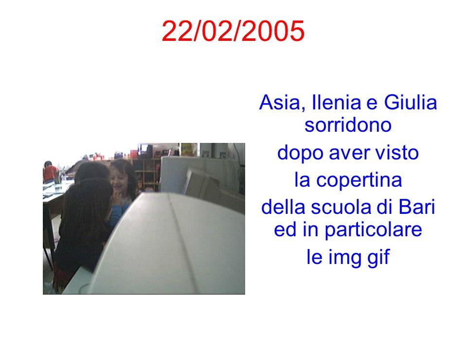 22/02/2005 Asia, Ilenia e Giulia sorridono dopo aver visto la copertina della scuola di Bari ed in particolare le img gif