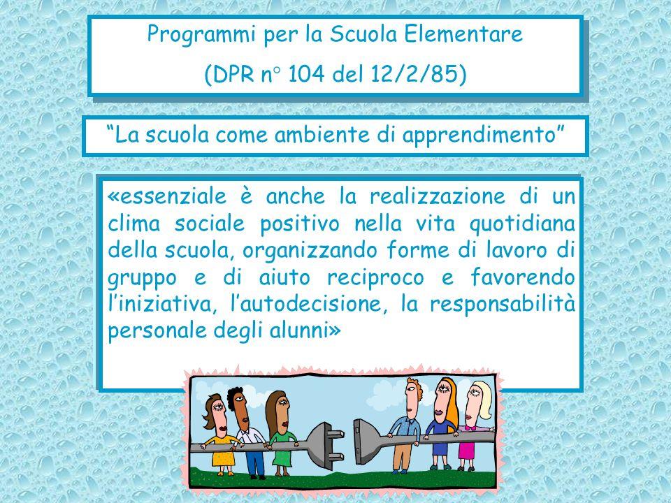 «essenziale è anche la realizzazione di un clima sociale positivo nella vita quotidiana della scuola, organizzando forme di lavoro di gruppo e di aiut