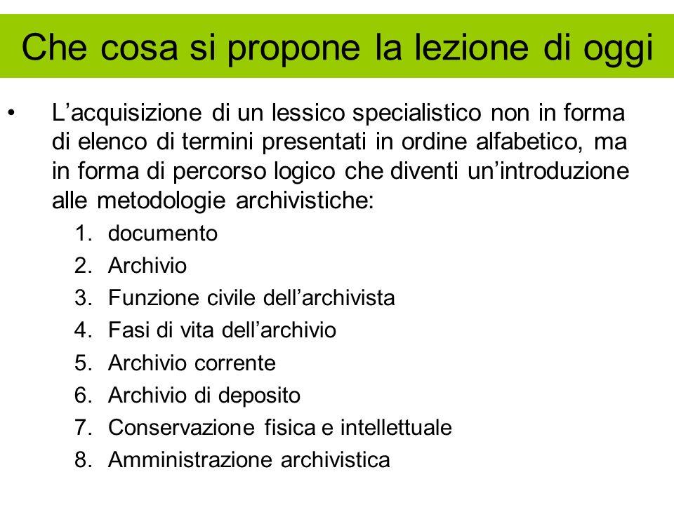 FASCICOLO Laggregazione organizzata dei documenti in fascicoli è operazione strategica per la gestione archivistica Il fascicolo costituisce lo specifico storico, rappresenta il fatto specifico, quello che effettivamente si è svolto