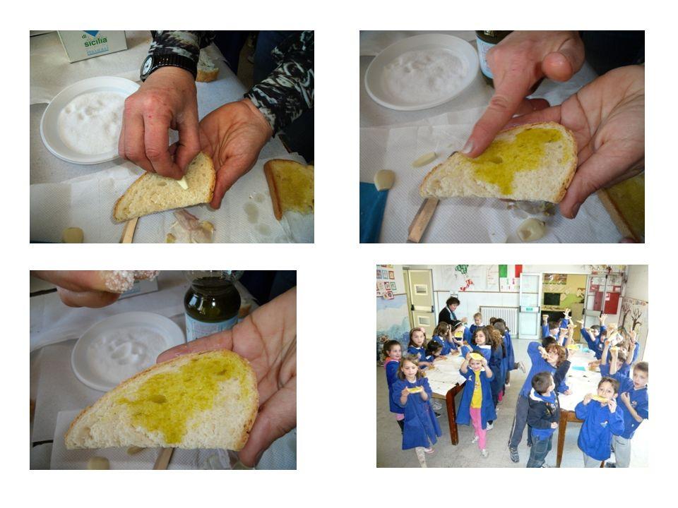 CANTUCCINI ALLE MANDORLE Ingredienti - farina bianca, 500 g - zucchero, 400 g - mandorle, 250 g - 3 uova e 2 tuorli - un uovo sbattuto - una bustina di lievito per dolci Preparazione Impastare ed amalgamare bene tutti gli ingredienti (escluso luovo sbattuto), farne con le mani quattro filoncini e metterli in una teglia ricoperta con carta da forno.