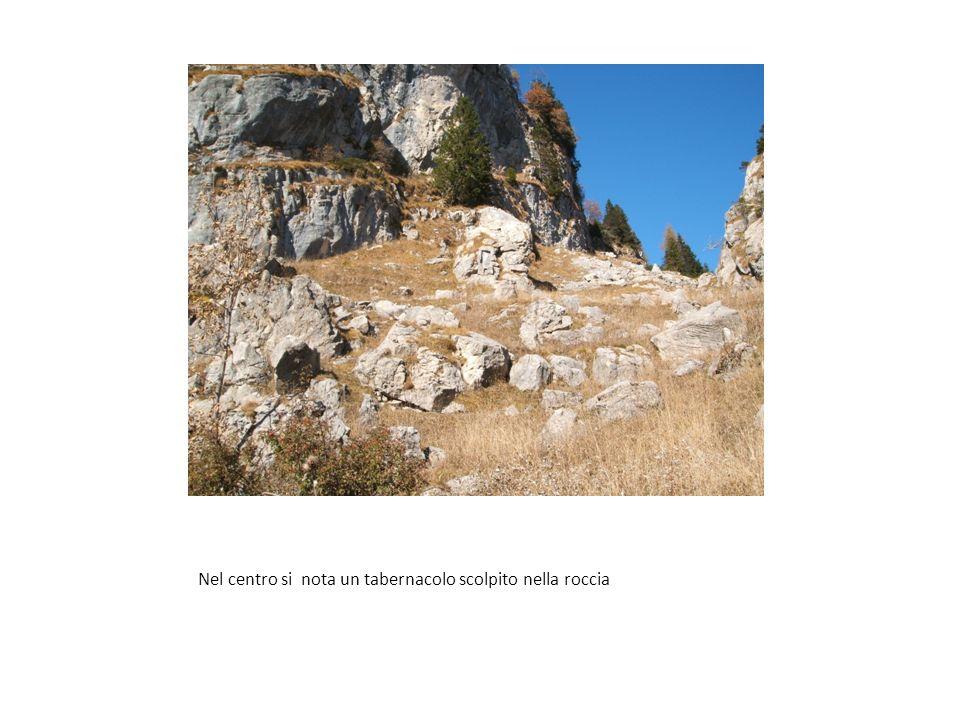 Cimitero di Guerra Pal Piccolo – Lapidi con i nominativi dei 628 caduti sepolti durante la Guerra Unintera nottata Buttato vicino A un compagno Massac