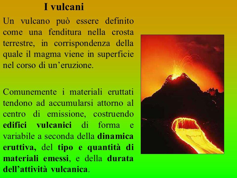 I vulcani Un vulcano può essere definito come una fenditura nella crosta terrestre, in corrispondenza della quale il magma viene in superficie nel cor