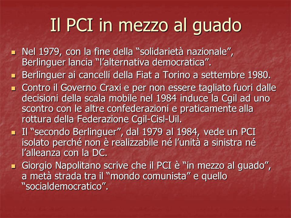 Il PCI in mezzo al guado Nel 1979, con la fine della solidarietà nazionale, Berlinguer lancia lalternativa democratica. Nel 1979, con la fine della so